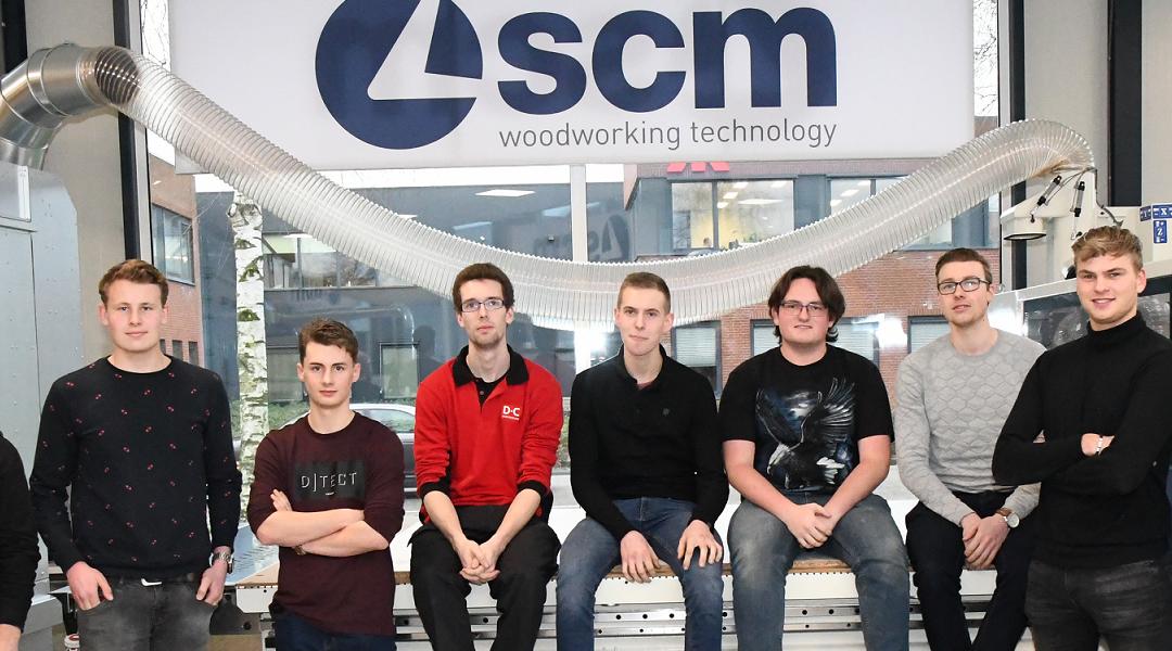 Finalisten meubelmaker getraind door SCM