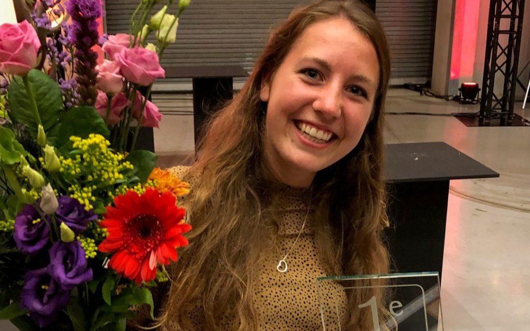 Esther Weijenberg wint NK- Floral Art voor jonge professionals
